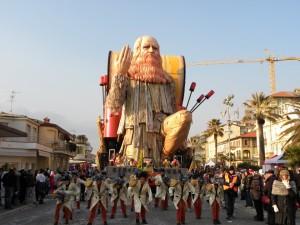 Carnevale di Viareggio, carro allegorico con Leonardo